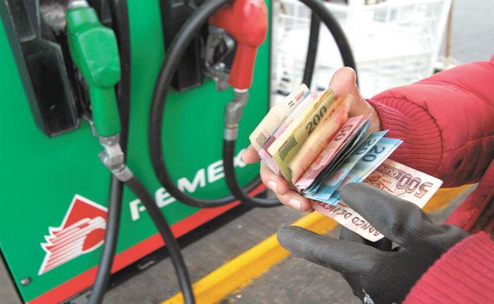 Mala logística impide que precio de la gasolina baje: Raymundo Tenorio -  Contrapeso