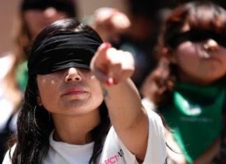 """Feministas protestan en el Zócalo con performance. """"Un violador en tu camino"""" es un performance al que varias mujeres se sumaron a realizar este viernes 29 de noviembre en el Zócalo de la Ciudad de México"""