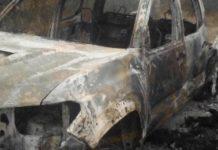 Prende narco fuego a vehículos en Tamaulipas