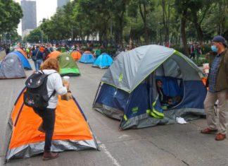 cerco policiaco Jóvenes en situación de calle se llevan casas de campaña de FRENAAA
