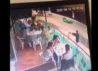 A plena luz del día, ejecutan a hombre que se encontraba en restaurante de Guanajuato (Video)