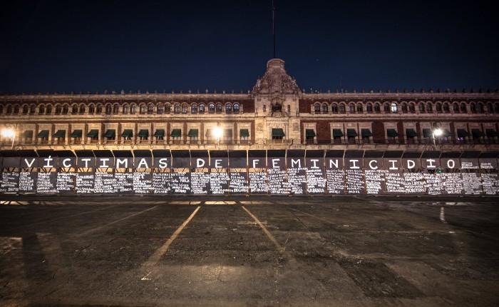 Pintan Nombres De Víctimas De Feminicidio En Muro De La Paz De Amlo Contrapeso