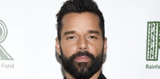 Ricky Martin luce irreconocible